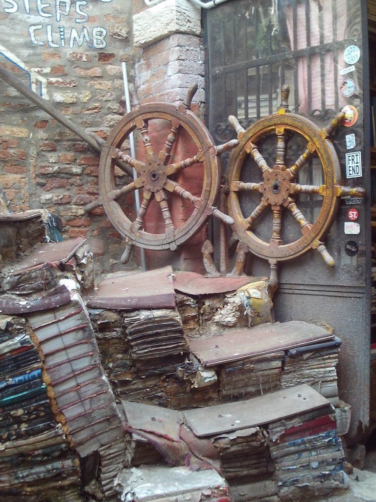 libri, venedig, Hochwasser, acqua alta, serenissima, venezia, buecherei,