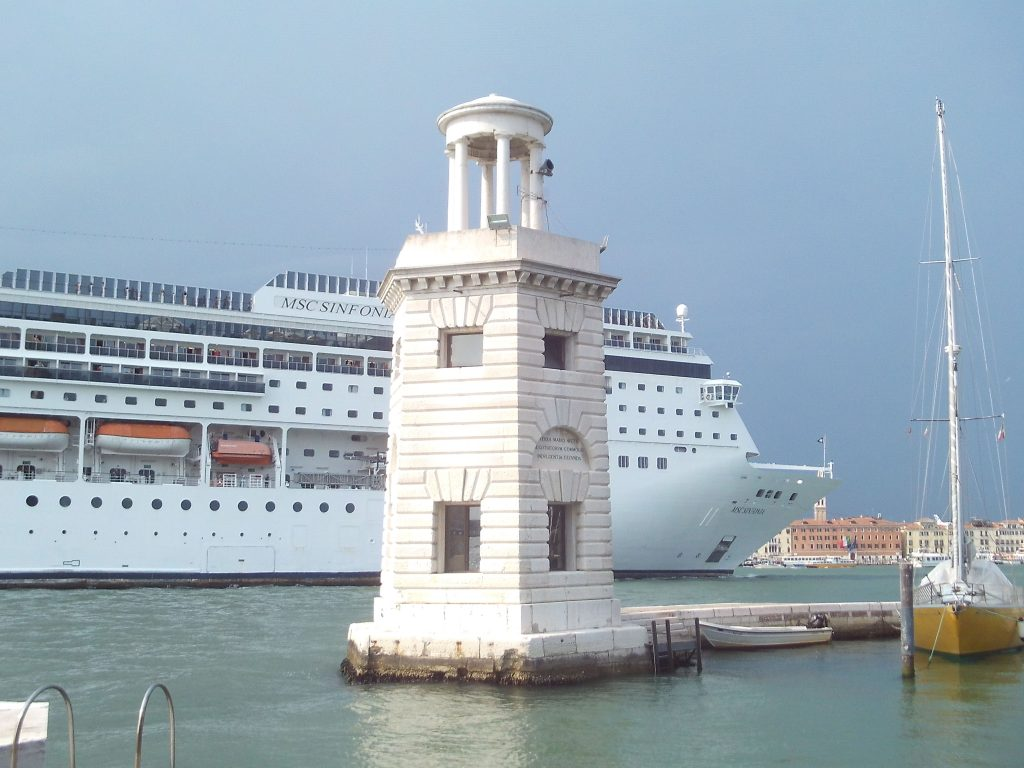 kreuzfahrtschiff, venedig, san_giorgio, passage_serenissima, kreuzfahrtriesen_in_venedig