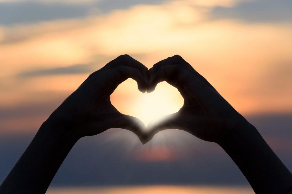 herz, sonnenuntergang, romantik, italien, strand, amoremio, italienblog,