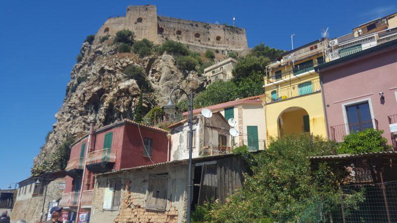 castello_ruffo, scilla, marina_grande, idyllische_haeuser, kalabrien, italienblog, autorin_auf_reisen,