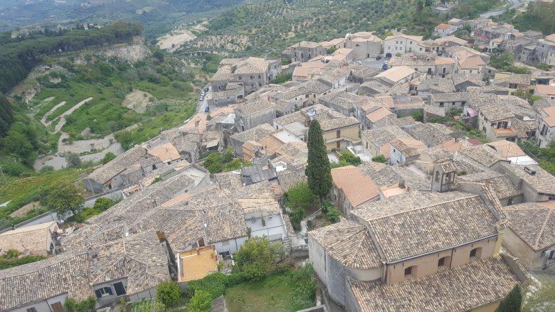 panorama_gerace, kalabrien, bellaamoremio_italienblog, autorin, porta_del_sole, calabria