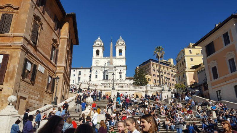 spanische_treppe, rom, hotspot, sehenswuerdigkeit, kultur, römer, touristen, bellaamoremio, italienblog, autorenblog, reiseblog,