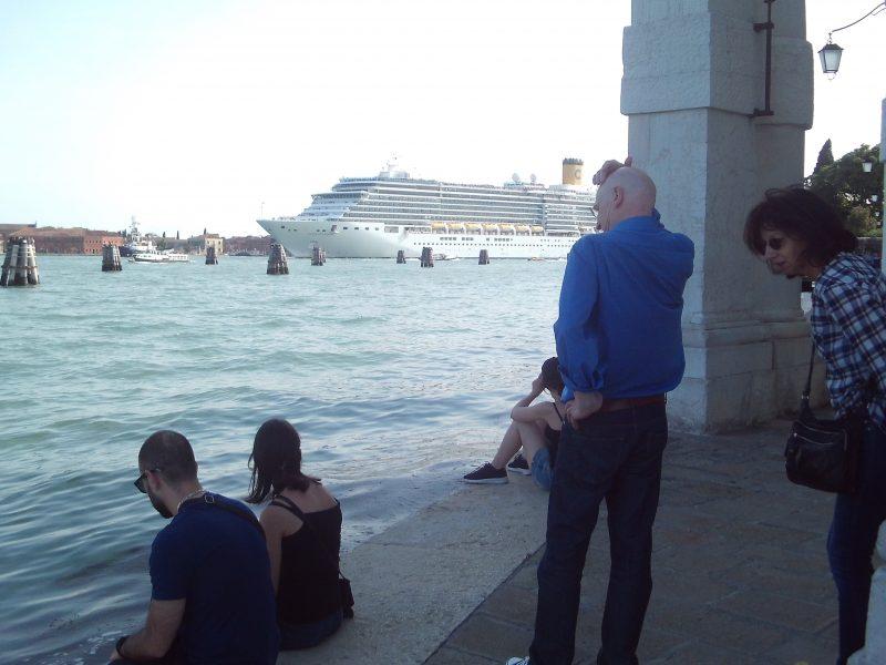 Venedig-vs.-Corona, kreuzfahrtschiff, markusbecken, nograndenavi, venedig, enjoyrespectvenice, italienblog, bellaamoremio, autorenblog, italienreise, venedigtrip, overtourism